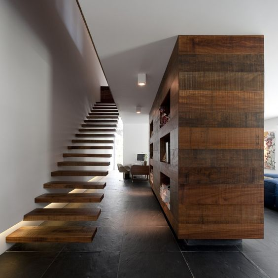 escalera flotante madera