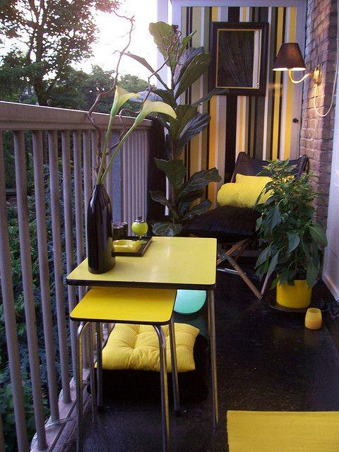 balcón amarillo