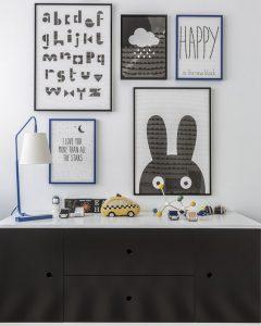 decorar-tu-casa-en-primavera-Negro-Blanco-y-Azul-potente