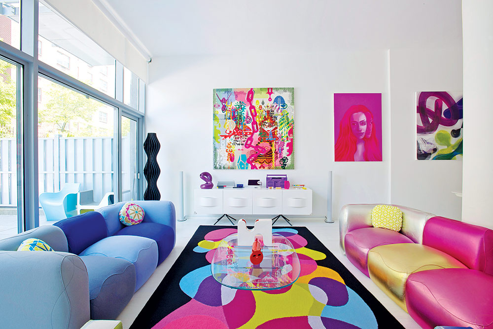Karim rashid el color y la forma al servicio de la vida for Decoracion minimalista colores