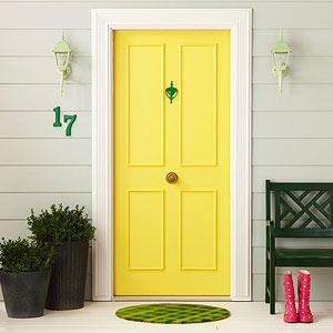 tendencias de color para la puerta de tu casa amarillo