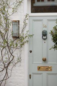 tendencias de color para la puerta de tu casa